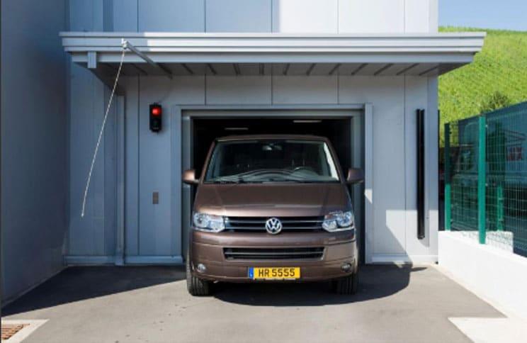 Evo-Park - Parking aérien métallique R+4 pour une concession automobile.
