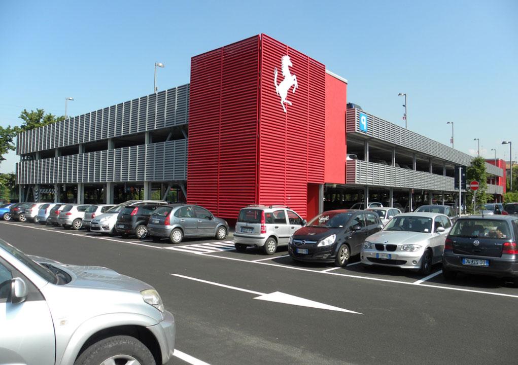 Evo-Park - Construction d'un parking aérien en structure métallique pour un grand concessionnaire de voitures de luxe.